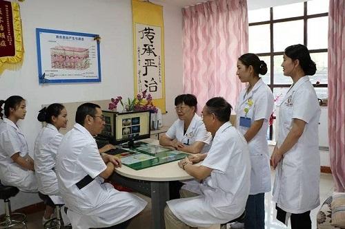 """昆明白癜风医院:""""国庆快速复色,3大名医会诊"""""""